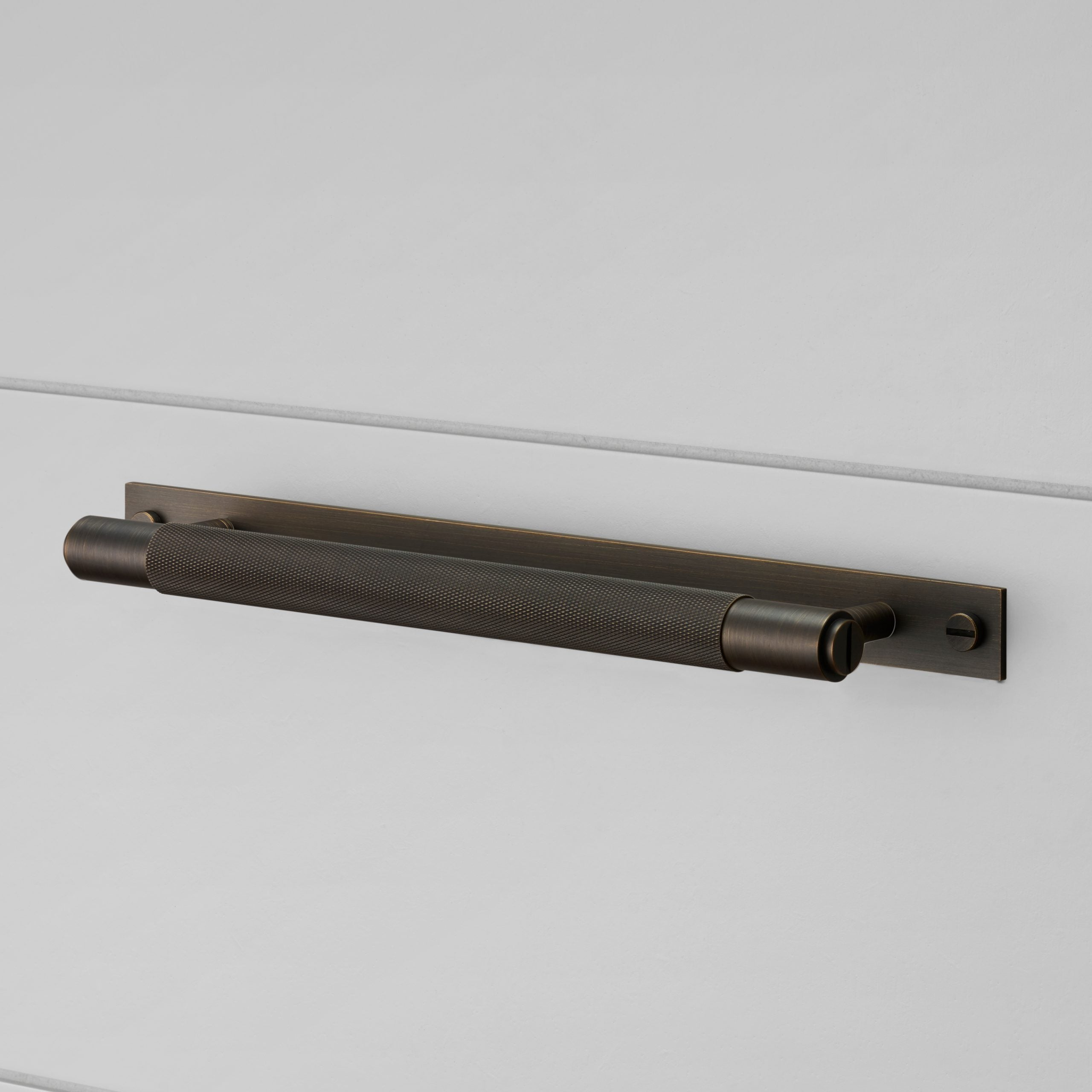 1.-BusterPunch_Pull-Bar_Plate_Smoked-Bronze-scaled