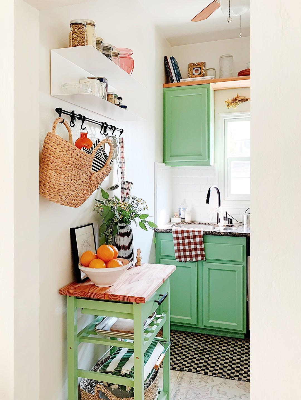 00-FEATURE-rental-kitchen-renovation-cabinet-shelf-domino