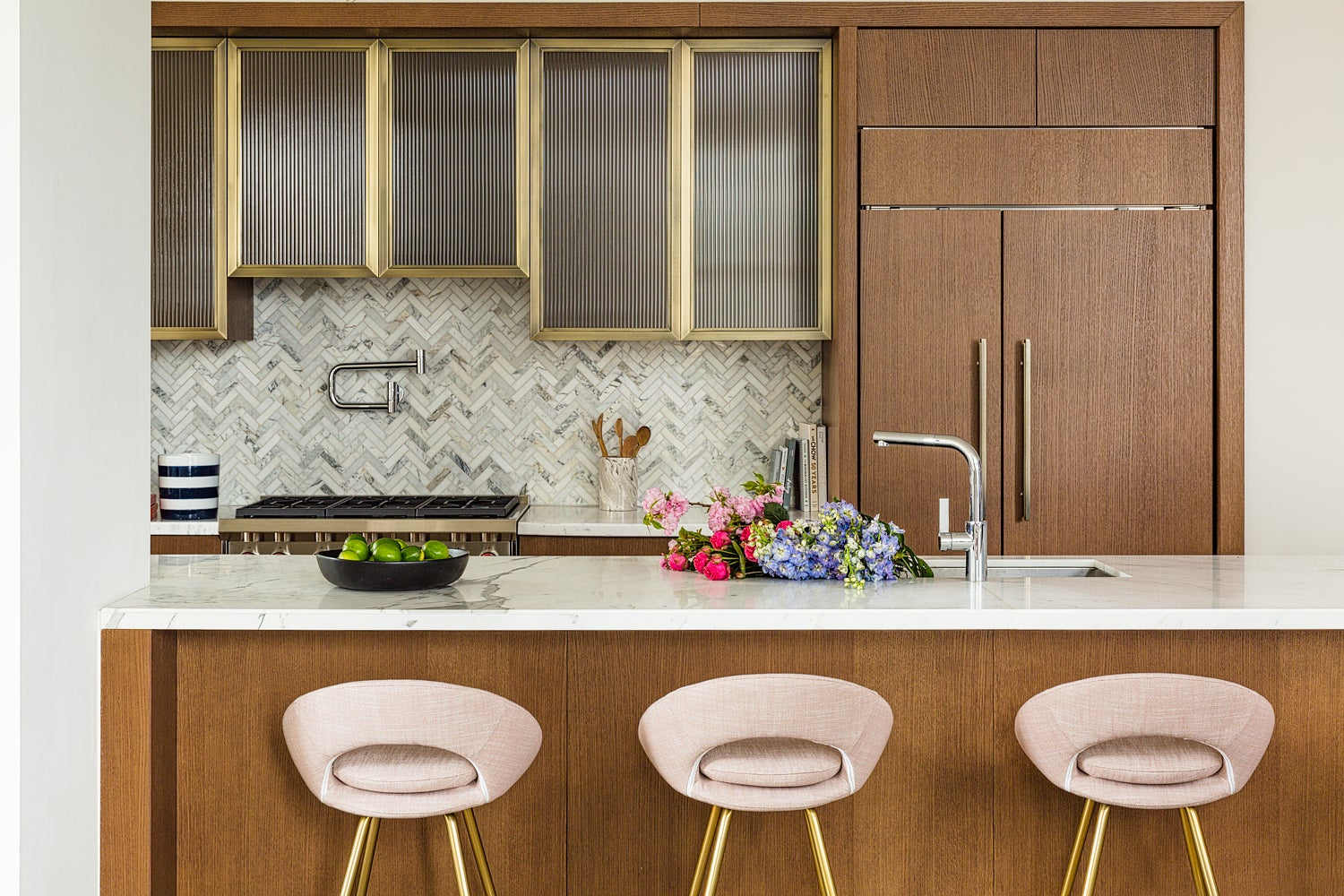 wood kitchen with pink bar stools