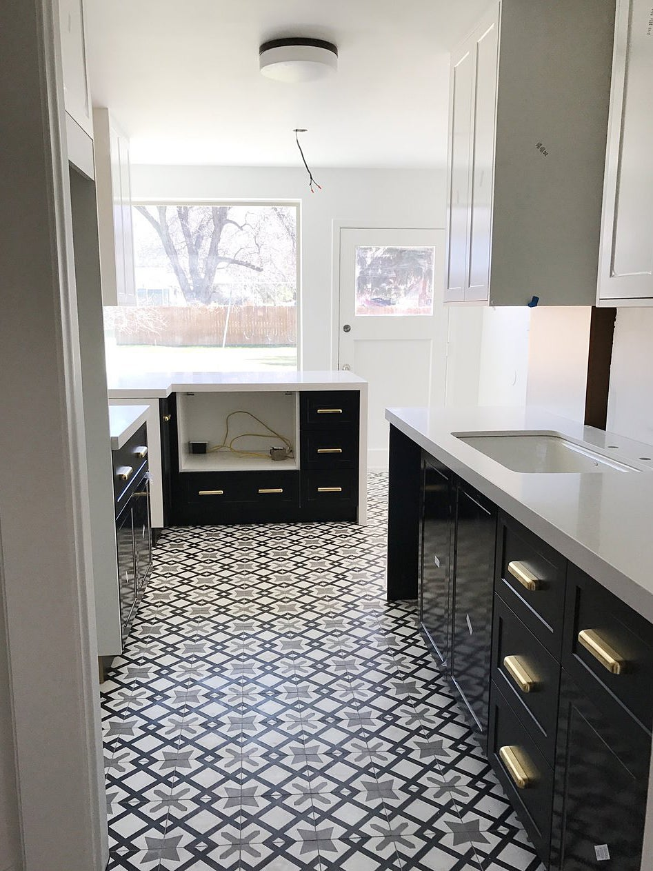 black and white kitchen missing appliances