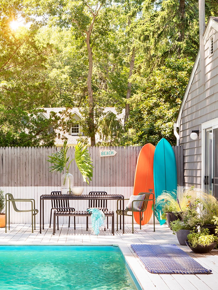 A Few Gallons of Paint Turned This Blah Backyard Into a Chic Summer Hangout