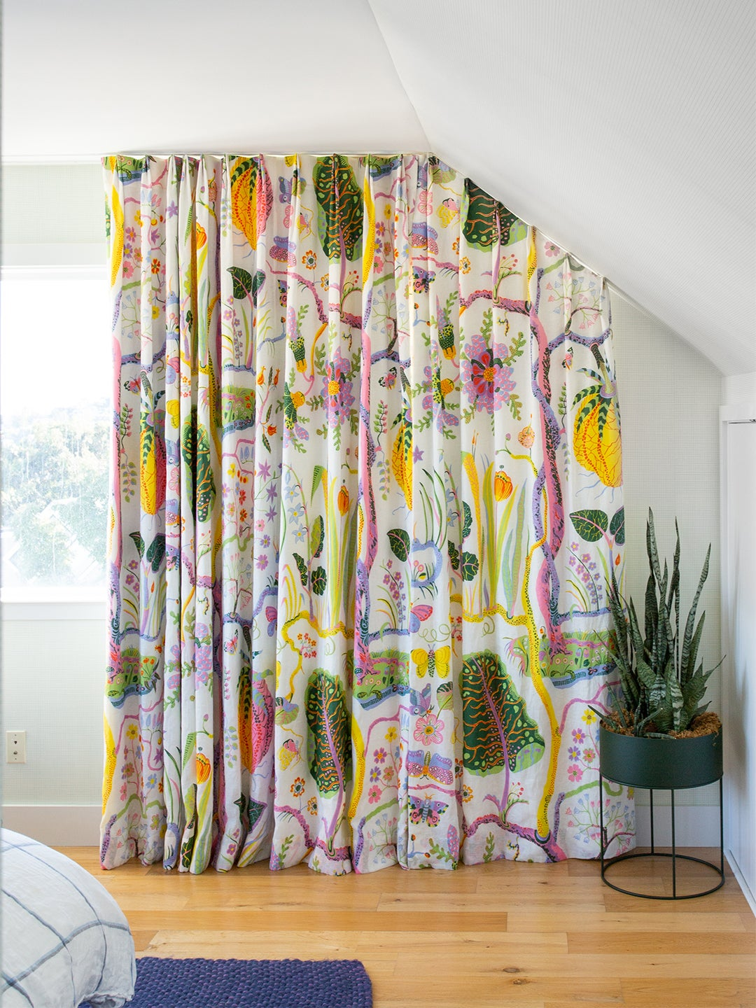 colorful bedroom drapes