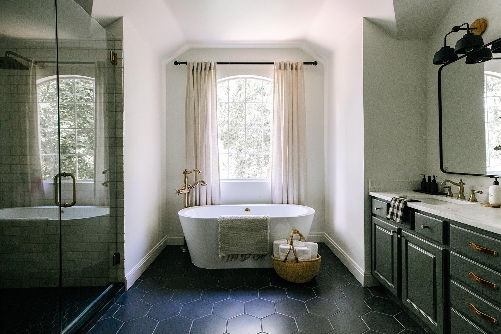 Bathroom with hexagon floor tile