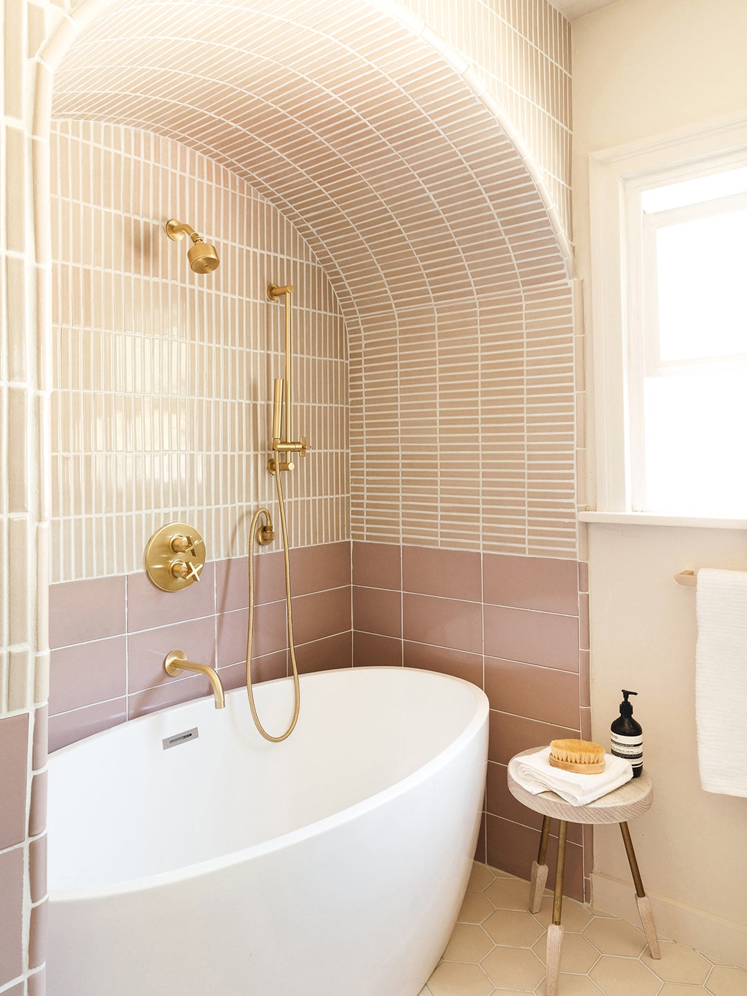The Addition That Made This Bathroom's 1920s Archways Feel Right for 2021