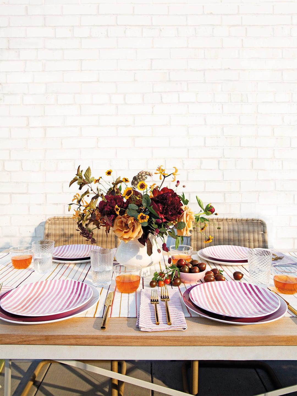 outdoor-dinnerware-domino