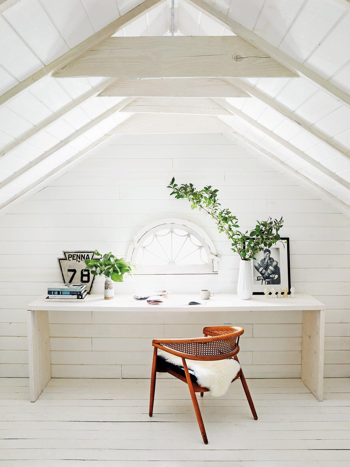 work-from-home-desk-setup-domino