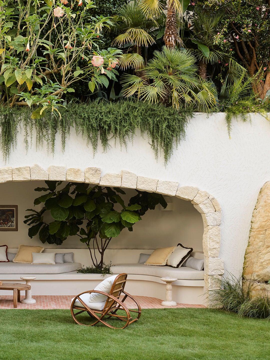 A Mini Verdant Jungle Thrives Atop This Sydney Home's Backyard Grotto