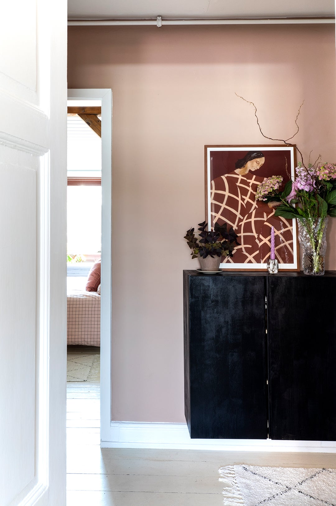 entry way with black cabinet