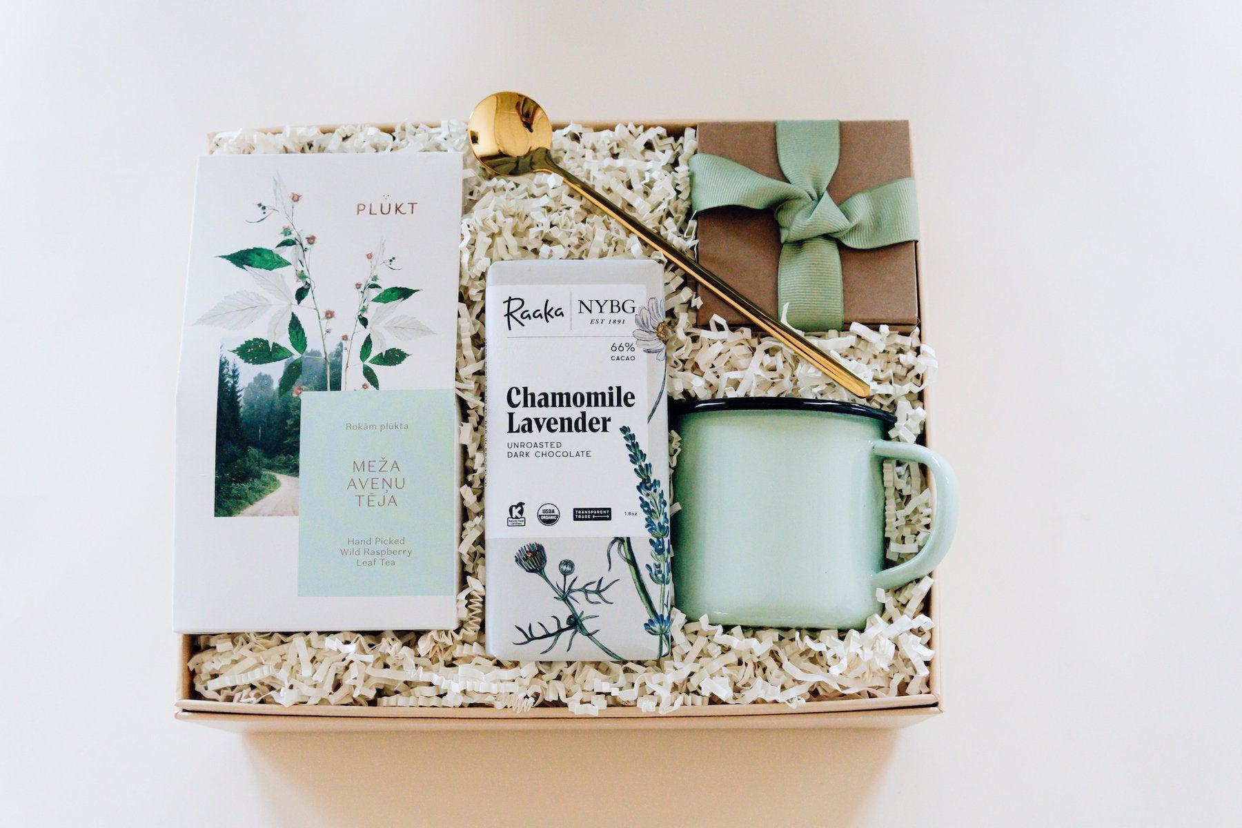 Best Gift Baskets Option: Peach Box Co. Personalized Peachbox