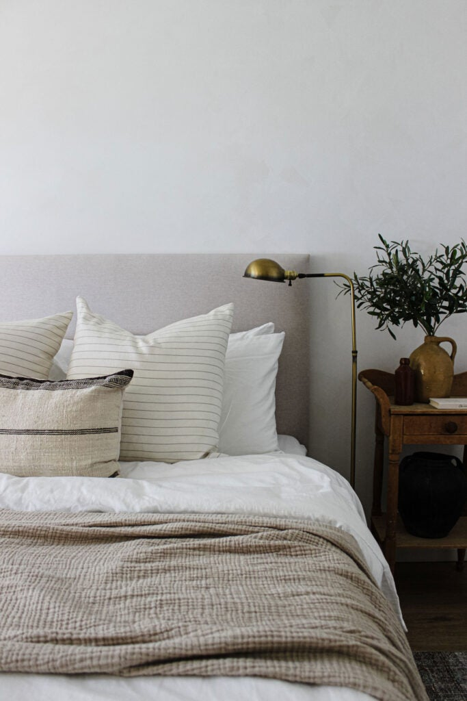 The Best Bedroom Paint Colors for Unwinding at Night