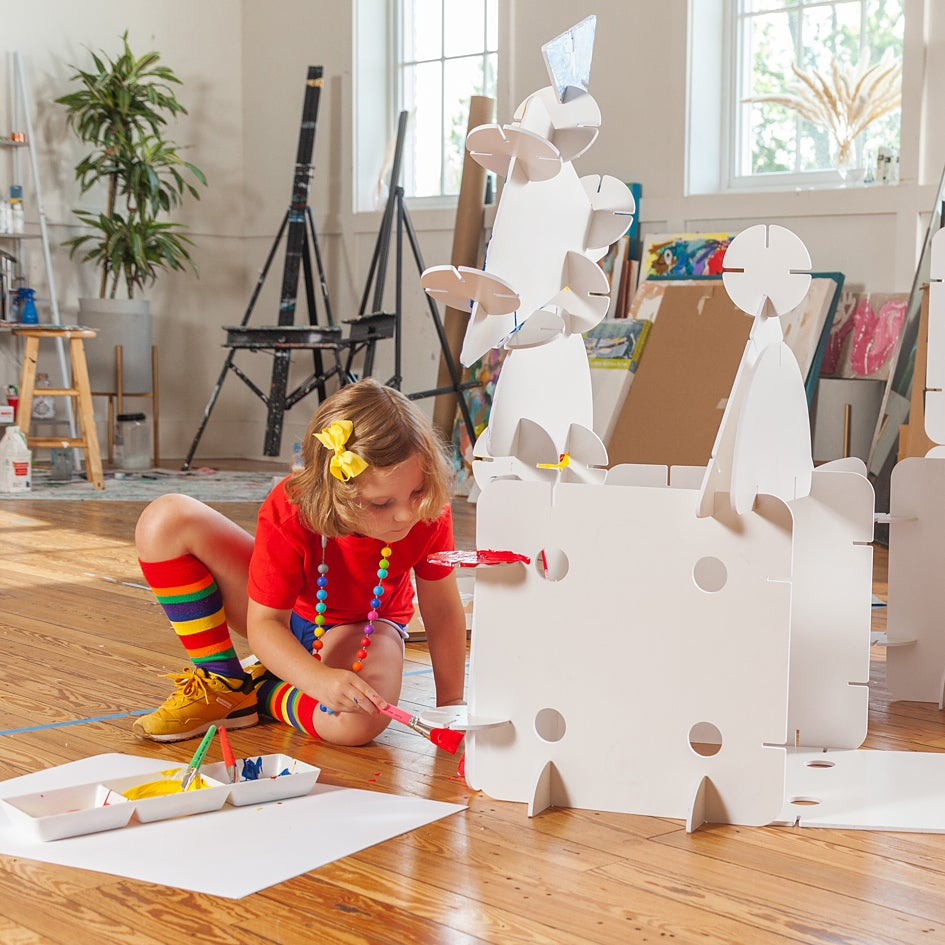 girl coloring fort