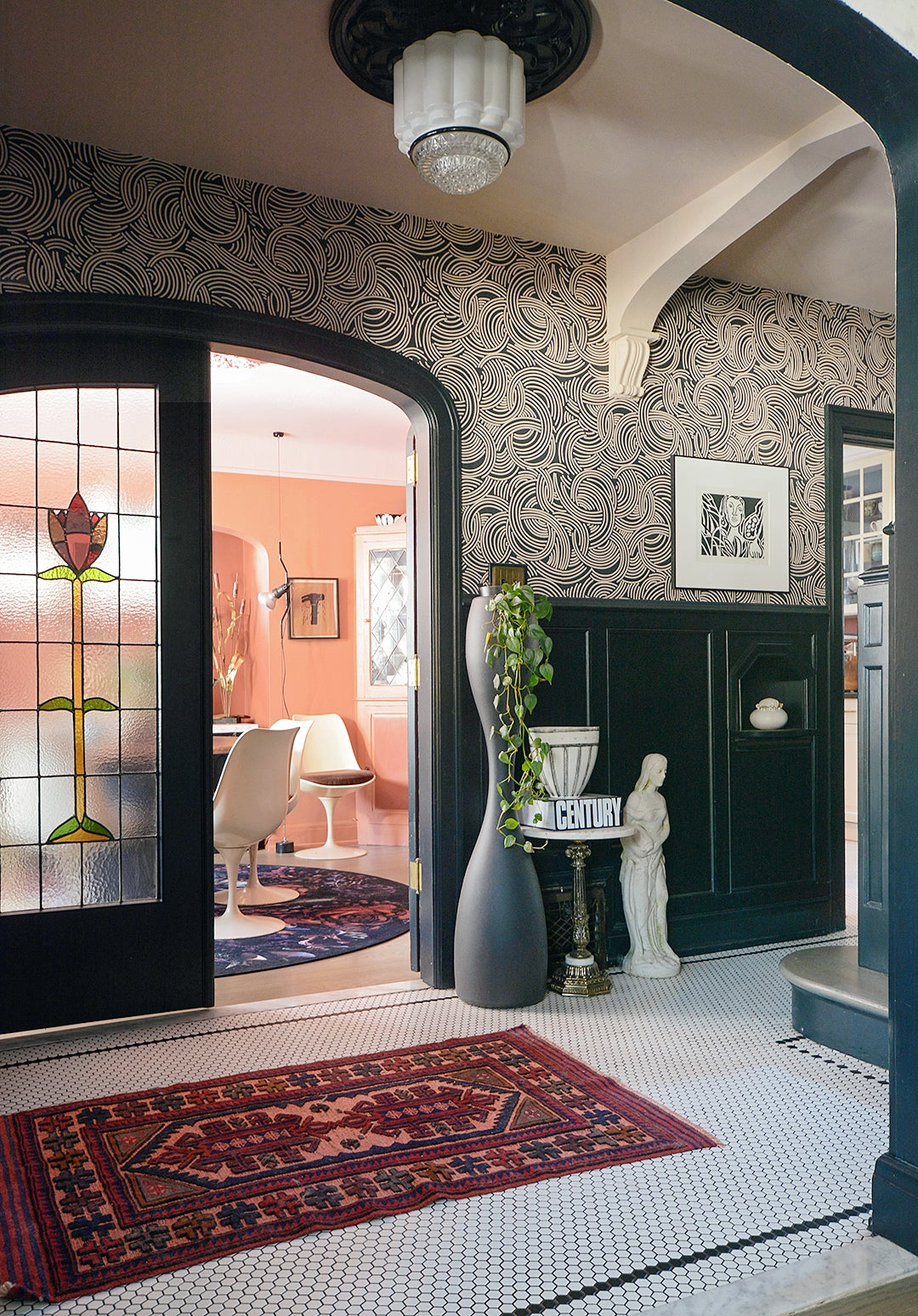 entry way with swirled wallpaper