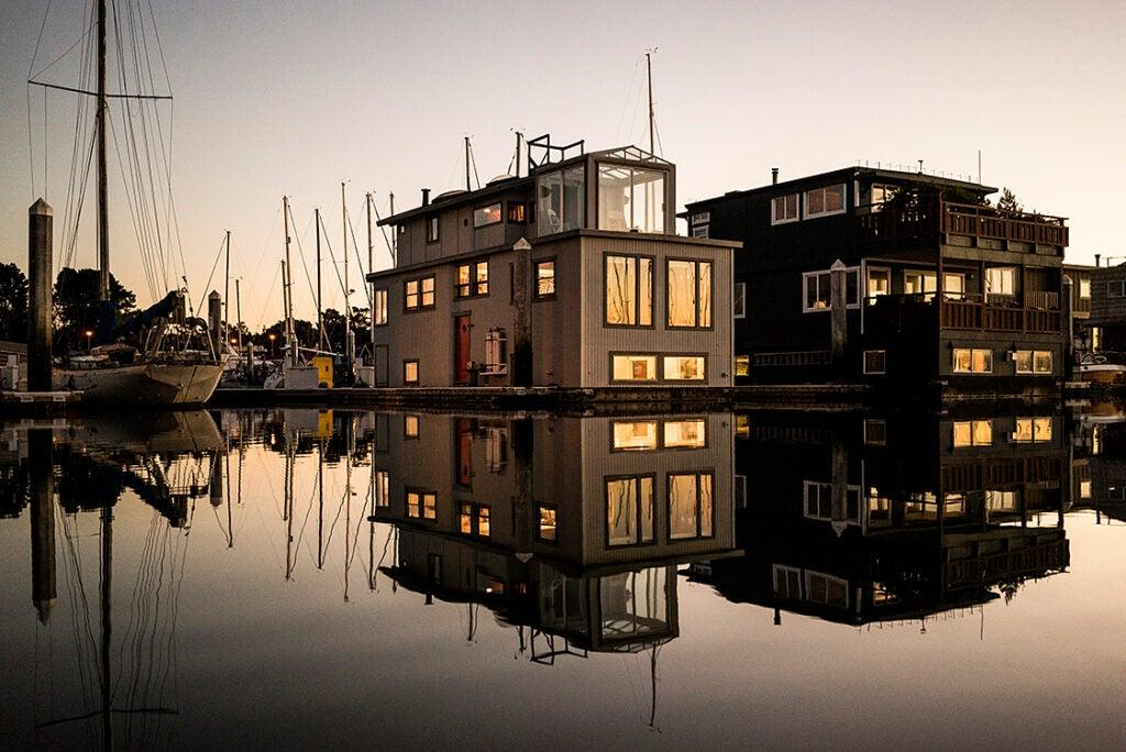 houseboat at night