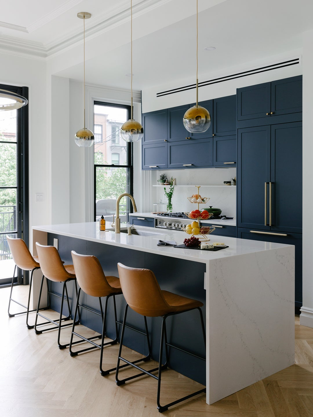 A Platform Tub and Mismatched Floors Didn't Deter These First-Time Brownstone Buyers